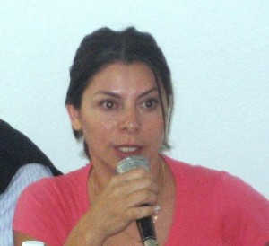 Graciela Coronel, sometida por una peligrosa cubana