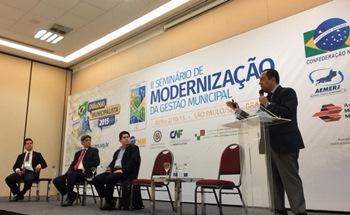 Propuestas viables y concretas expuso Fernando Miranda en   el foro internacional