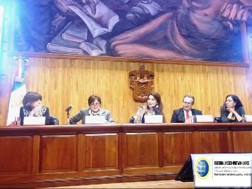 Especialistas durante la cátedra convocada por la UNESCO  y la Universidad de Guadalajara