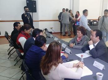 La líder  durante el registro de su candidatura