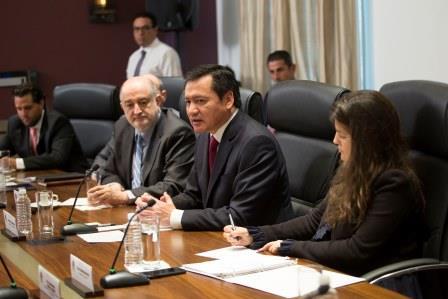El Secretario de Gobernación, bien visto por los electores
