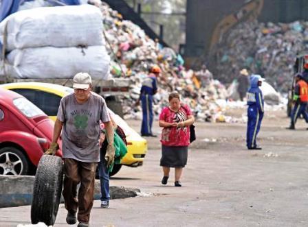 La planta tratadora de basura capitalina, se saturó, ante el cierre del tiradero  mexiquense de desperdicios. La ciudad infartada.