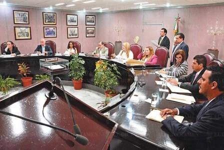 El Congreso de Veracruz da entrada a petición panista para desaforar y someter  a juicio político al gobernador Javier Duarte, acusado de desaparecer 35 mil  millones de pesos e infinidad de periodistas y otras víctimas (Gráfica de El Dictamen)