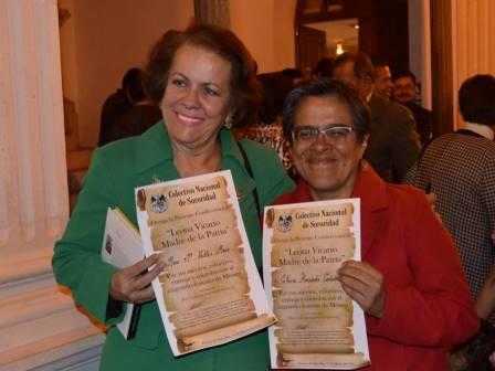 Rosa María Valles y nuestra colaboradora Elvira Hernández