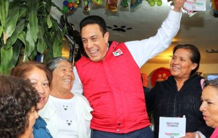 Caluroso recibimiento a su campa+¦a por la entusiasta gente de Tepetitlán