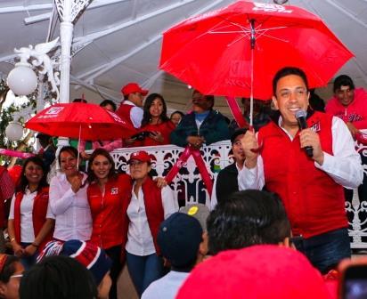 En Tolcayuca, ni la lluvia apagó el caluroso recibimiento de la gente