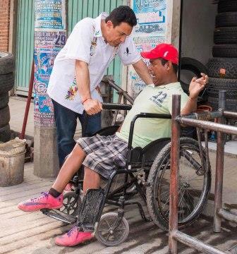 José Domínguez, quien sufre de discapacidad, solicitó su apoyo a Fayad para autoemplearse