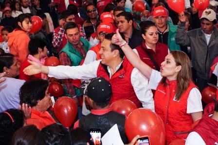 Omar Fayad estuvo acompañado por la candidata al Distrito XV, Lety Cuatepotzo