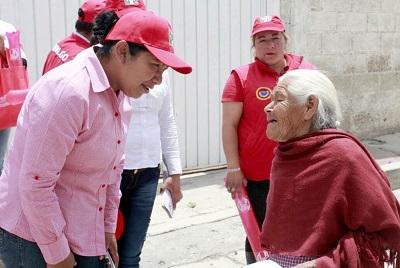 La candidata expresa su interés por aprovechar los conocimientos de la gente de la tercera edad