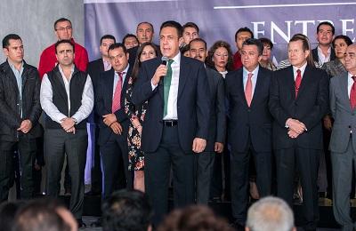 Agradeció su respaldo a la ciudadanía en el evento donde estuvo acompañado por ex gobernadores de Hidalgo
