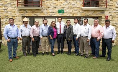 Legisladores federales, locales y alcaldes electos de la oposición se reunieron con Omar Fayad