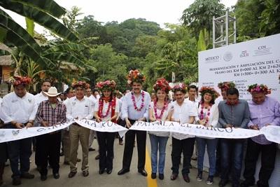 Los gobiernos estatal y federal anuncian más obras y apoyos a los pueblos originarios