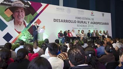 El gobernador inció con el acto el inicio de sus actividades oficiales