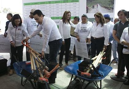 omar-fayad-estuvo-acompanado-de-legisladores-y-la-alcaldesa-dalila-lopez