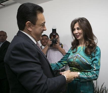 La delegada del IMSS en Hidalgo, Doctora Maria de Lourdes Osorio Chong, da la bienvenida al gobernador Omar Fayad, a  su informe de actividades