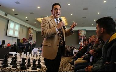 Fayad Meneses se pronuncia por impulsar la práctica del ajedrez en el estado