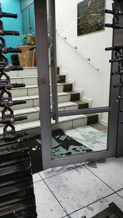 Sospechoso vandalismo de opositores en la sede sindical, el día de su registro