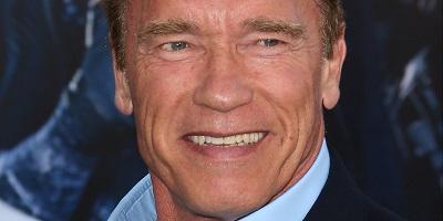 Arnold Schwarzenegger , le da la espalda al millonario, Donald.