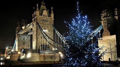 Londres, ni recatada ni discreta se suelta el pelo en toda Navidad, como se ve.